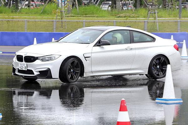 BMW-M4-3.jpg