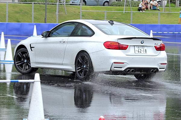 BMW-M4-4.jpg