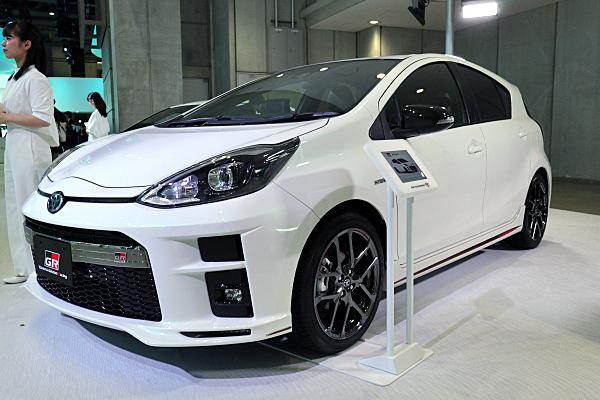 トヨタ アクア Gr スポーツ プロトタイプ ホワイト 2 Toyota Aqua Gr Sport