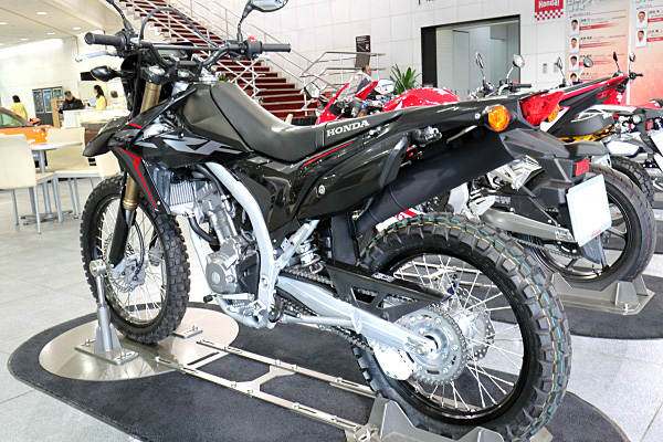 ホンダ Crf250l ブラック Honda Crf250l Black Car And Moto In Japan