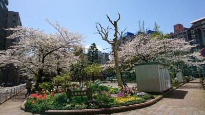 大森駅東口の公園
