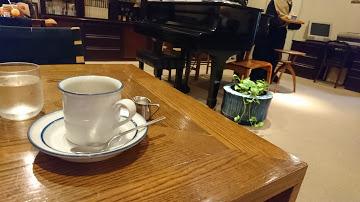 グランドピアノのある喫茶店