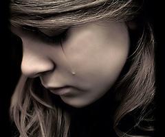 彼女が泣いている訳|ブロンド