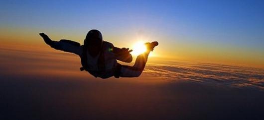 スカイダイビング|パラシュート