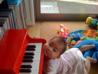 あごでピアノ