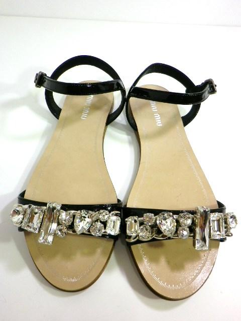 MIUMIU クリスタルビジュー付きサンダル靴 買付け品