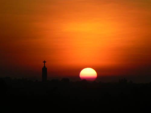 ミャウンミャの夕暮れ&ロマンカトリック教会の十字架