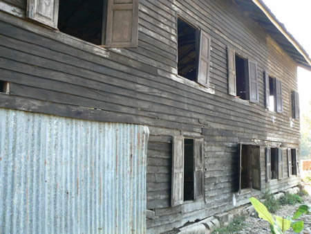 現在の校舎の老朽化