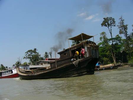 木造船で運搬