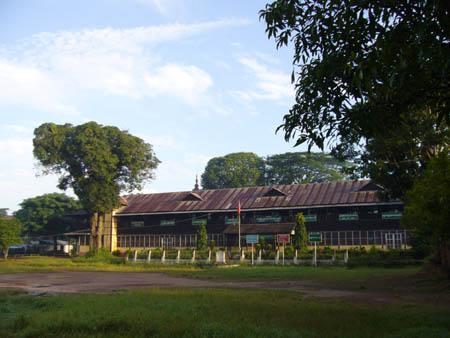 シェインの出身校(第1高校Myaungmya)