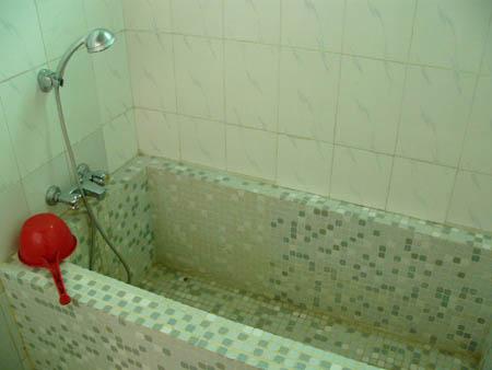 各部屋の温水が使えるシャワーと風呂