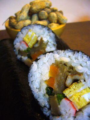 巻き寿司と落花生で節分