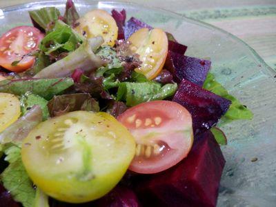 全部自分の畑で採れた野菜のサラダ