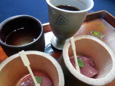 桃のコンポートとお茶のサービス
