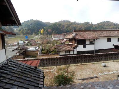 元仲田邸と里山を望む