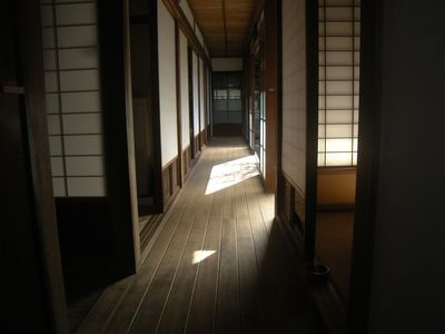 古民家の長い廊下