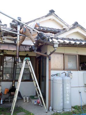 屋根を作っているところ