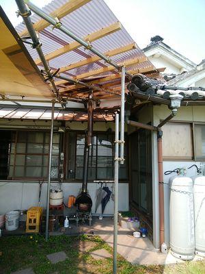 UVカット波板の屋根が付きましたー!