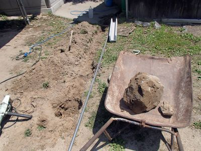 でかい岩も埋まってた