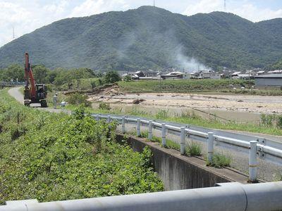 真備町尾崎へ延びる支流堤防