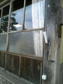 つよしくんが覗いてた窓w