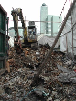 既存古建物解体中