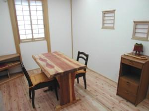手づくりの家具10