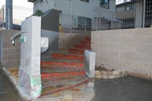 曲線塀階段