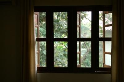 ルアンパバーン、ホテルの部屋の窓
