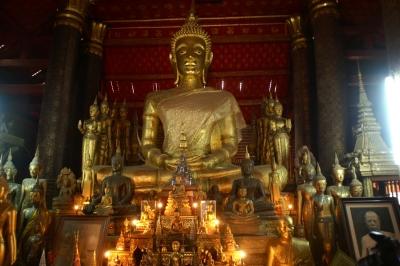 ワット・マイ本堂に安置された仏像