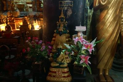 ワット・マイ本堂のエメラルド?の仏像