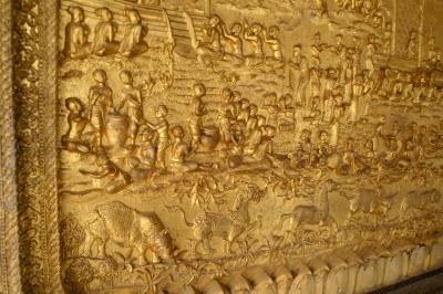 ワット・マイ・スワンナプーム・アハーンの装飾