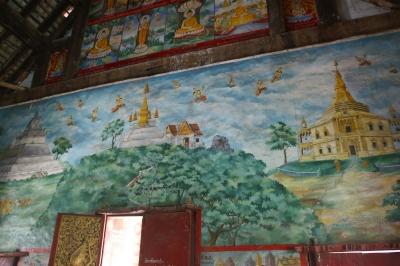 ワット・アハムの本堂の出入り口の壁面の絵