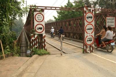 カーン川に掛かる橋