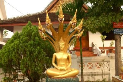 ラオス、ナーガ上の仏陀