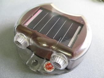 ソーラー式自発光縁石鋲