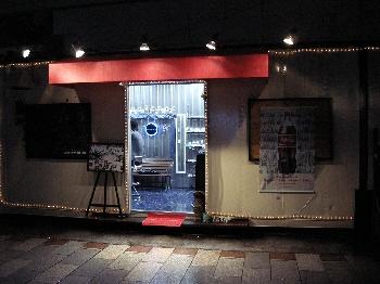 メタリックカフェ外観