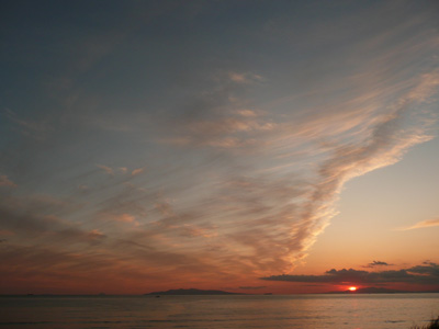 ドンドン形が変わる雲