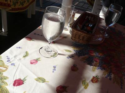 朝食のテラス席