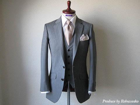どのスーツの色が相応しいのかは、開催される式の場所や時間帯、相手との関係によって考え方が変わりますのでなかなか一言ではいえません。
