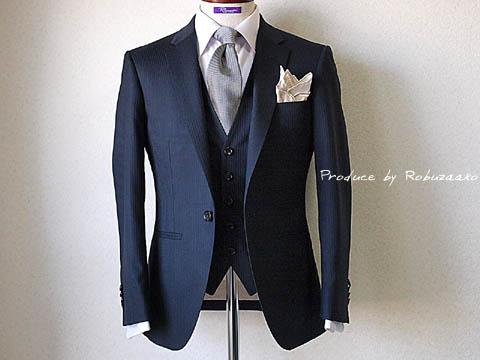 出典:結婚式スーツ着こなし 京都府M様 御友人様の結婚式、披露宴ご出席用 ネイビーブルースリーピ.