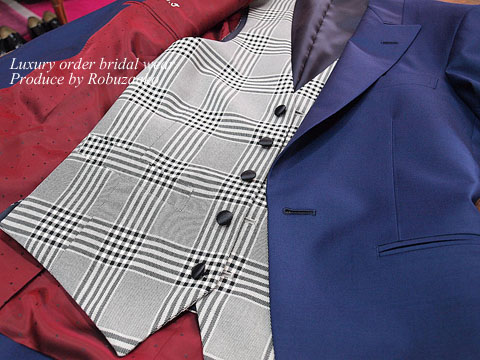 """818e67c1240e5 上品で美しいブルーカラーに、ベストは大胆なグレンチェックで""""アソビ""""をいてた仕様と、上着と同じブルーカラーベストの2着お創りすることしコーディネートにはばを  ..."""