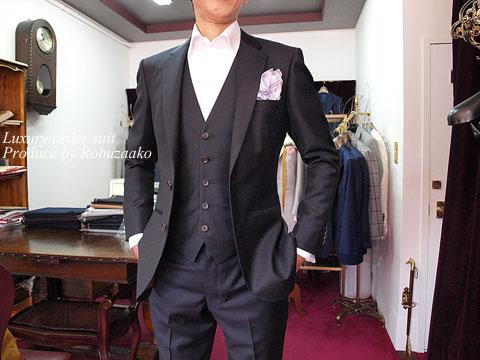 今回ご紹介するT様より結婚式、披露宴にご出席されるとのことで結婚式ゲストスタイルのフォーマルウェアとオーダーシャツのご注文を頂戴いたしました。