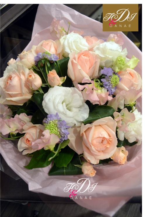 薄いピンクの祝い花.jpg