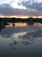 鏡面の夕景