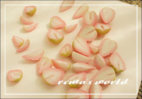 ピンクイチゴ3.JPG