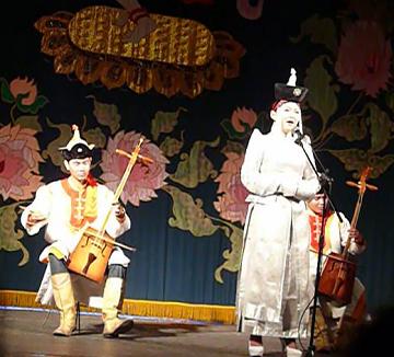 モンゴル学生の演奏