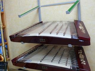 楽器店にて 洋琴