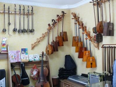 楽器店にて 馬頭琴