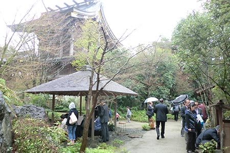 寒川神社 神苑入口付近の様子